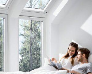 Dnevno svjetlo, sunčeva toplina i pogled u prirodu važni su faktori za ugodan osjećaj. Stoga se isplati pažljivo projektirati transparentne građevinske elemente. Dajemo savjete za buduće investitore kako bi pogled van i unutra, kut pada svjetla i unos topline bili u pravom odnosu.